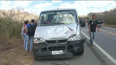 Cinco carros se envolvem em engavetamento entre as cidades de CG e Soledade - Veja os detalhes na reportagem.