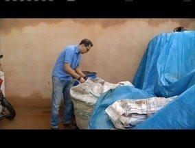 Projeto da Emater em Glaucilândia ajuda a reduzir focos de dengue na zona rural - Materiais recicláveis são entregues na sede do órgão que destina para empresa de reciclagem.
