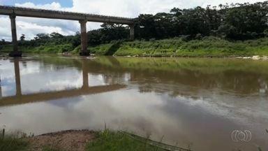 Jovem morre afogado, e irmão desaparece em rio de Goiás - Corpo do soldado do Exército, Watila Brasil, de 19 anos, foi encontrado no domingo (17). Bombeiros ainda fazem buscas por outro rapaz.