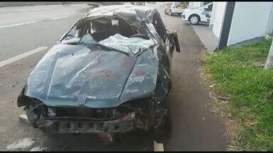 Duas pessoas morrem e três ficam feridas em acidente entre Ibaté e São Carlos, SP - Segundo a polícia, os cinco ocupantes do carro voltavam de uma festa, onde o motorista havia ingerido bebida alcoólica.