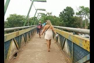 Passarela na BR-316 oferece riscos a pedestres, mas ainda não foi interditada - Secretaria de Transportes prometeu interdita passarela.