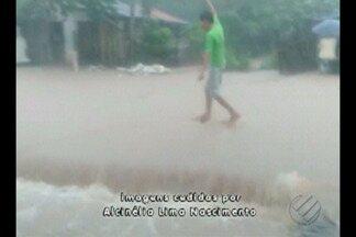 Chuvas fortes causam alagamentos em Santa Maria do Pará - Em alguns bairros, a água chegou a três metros de altura.