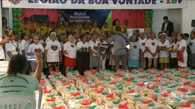 Centenas de famílias recebem cestas básicas na Legião da Boa Vontade - Hoje foi um dia de proporcionar um natal mais feliz para famílias que vivem em situação de vulnerabilidade social.