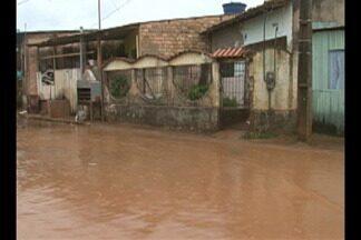 Chuva causa alagamentos em parque construído pela Norte Energia em Altamira - A secretaria de Obras do município fez uma intervenção de emergência para escoar a água.