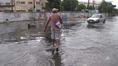 Previsão do tempo: chuva provoca transtornos na capital e no extremo sul do estado - Em Salvador, há possibilidade de chuva fraca na terça-feira (18).