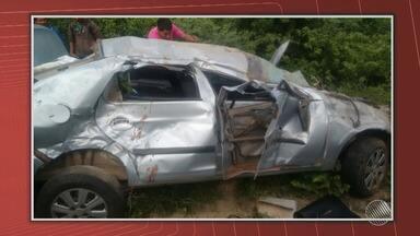 Acidente deixa uma pessoa morta e quatro feridas, no sudoeste do estado - Motorista perdeu o controle do veículo ao passar por um quebra-molas e foi parar em uma ribanceira.
