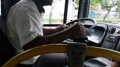Prefeito do Rio sanciona lei que proíbe a dupla função de motorista e cobrador de ônibus - Ainda não há data para que a lei passe a valer.