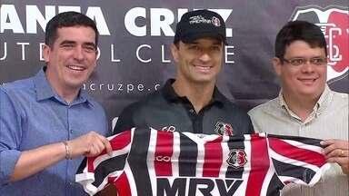 De olho no futuro, o Santa Cruz apresenta o novo técnico, Júnior Rocha, no Arruda - Treinador diz que conta com Grafite e que não vai prometer disputa de títulos em 2018