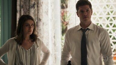 Bruno enfrenta Sophia sobre prisão de Gael - Ricaça fica furiosa quando Gustavo diz que não tem como tirá-lo da cadeia. Sophia implora que Gustavo a ajude a libertar o filho e Bruno ouve a conversa