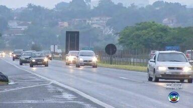 Polícia Rodoviária faz operação no feriado de Natal nas rodovias da região de Bauru - O movimento nas estradas deve aumentar a partir desta sexta-feira. Por isso, a Polícia Rodoviária está fazendo uma operação especial para intensificar as fiscalizações. O principal objetivo é diminuir o número de acidentes.