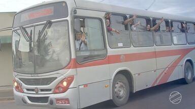 Turma de amigas faz revelação de amigo-oculto dentro de ônibus em Campo Grande - Amigas se encontram no ônibus todos os dias. São empregadas domésticas que ficaram amigas no caminho do trabalho.