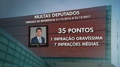 Onze deputados distritais receberam multas de trânsito em 2017 - Um levantamento exclusivo da TV Globo constatou que 11, dos 24 deputados distritais, cometeram infrações de trânsito, de média a gravíssima, em 2017. Um deles não deveria nem mais estar dirigindo.