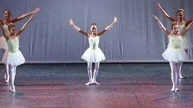Bauruense de 10 anos é selecionada para estudar balé na escola Bolshoi do Brasil - Aos 10 anos, Clara tem o sonho de se tornar uma bailarina profissional e o primeiro passo já foi dado, ela foi selecionada entre milhares para estudar balé na escola do Bolshoi no Brasil, a única unidade da escola fora da Rússia. E a reportagem mostra como ela chegou até lá.