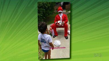 Jogadores dos times da capital registram as festas de Natal - Alguns deles se vestiram de Papai Noel