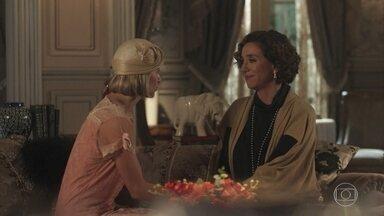 Celeste comenta com Celina que tem a impressão de conhecer a família de Artur - A cantora de fado lamenta término de relacionamento entre Eunice e Reinaldo