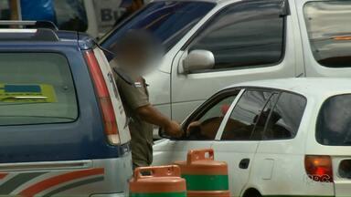 Reportagem especial mostra jeitinho que motoristas encontram para furar fila - Os registros foram feitos em Cidade do Leste