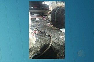 Ferro-velho é usado como ponto de furto de combustíveis de duto da Petrobrás em Suzano - Dois homens foram levados para a delegacia.