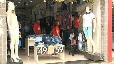 Consumidores iniciam troca de presentes após o Natal em São Luís - Tamanho de roupa e pontuação dos calçados são as principais justificativas