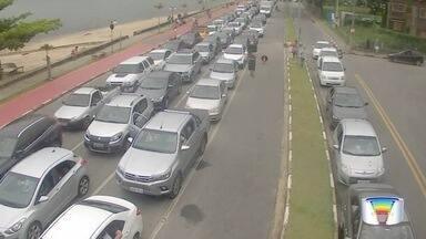 Giro de notícias do Bom Dia Vanguarda mostra o que foi destaque na terça-feira - Terça-feira foi dia de troca de presentes e muito trânsito na região.