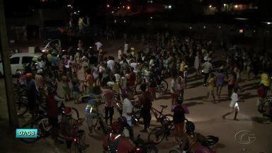 Ciclistas participam do Passeio Solidário no Vale do Reginaldo - Evento foi realizado na noite de terça-feira (26).