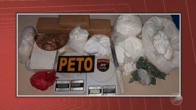 PM desmonta laboratório de drogas em Feira de Santana - Maconha, crack e cocaína foram encontradas no local.
