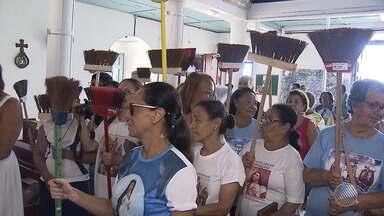 Fiéis comemoram o início da festa a Bom Jesus dos Navegantes e Nossa Senhora da Boa Viagem - Os santos são comemorados no primeiro dia do ano.