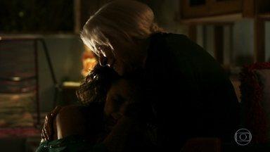 Mercedes tem uma longa conversa com a neta - Cleo explica que decidiu trabalhar no bordel para ajudar Mariano