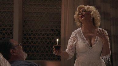 Nádia passa o ano novo vestida de Marilyn Monroe - A mãe de Bruno diz que ainda não desistiu de reconciliar o filho com a ex esposa