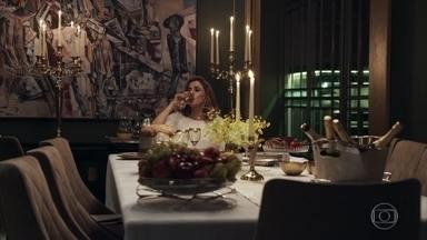 Sophia fica sozinha no ano novo - Lívia e Tomaz vão para o quarto após briga entre neto e avó