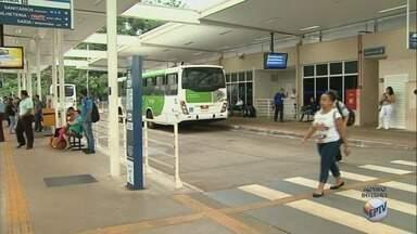 Estudantes devem agendar a renovação do cartão de ônibus em Ribeirão Preto - Agendamento deve ser feito pela internet antes do início das aulas em fevereiro.