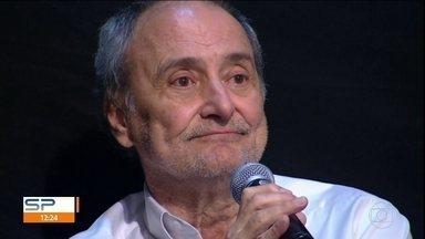 Morre Marco Mora, ex-diretor da Central Globo de Esportes - O corpo do ex-drietor executivo da Central Globo de Esportes, Marco Mora, foi velado no Hospital Albert Einstein. Ele morreu na noite de quarta-feira (3), aos 71 anos, por causa de uma fibrose pulmonar.
