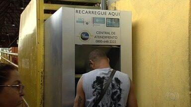 Passageiros reclamam de problemas em máquinas de fazer recarga, em Goiânia - Equipamentos estão apresentando problema há meses, segundo usuários.