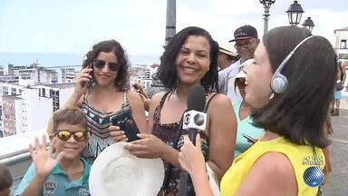 'Virou Verão': turistas contam as primeiras impressões sobre Salvador - A reportagem foi ao Elevador Lacerda ouvir os turistas; confira.