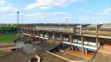 Clubes e Federação de MS discutem adequações necessárias para a liberação do Morenão - O campeonato Sul-Mato-Grossense 2018 começa na quarta-feira (17) e ainda faltam alguns detalhes para que o Morenão, o principal estádio do estado, seja liberado para a competição.