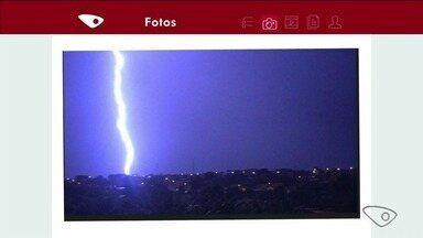 Vídeo mostra chuva forte em Linhares, ES - Raios e trovoadas tomaram o céu da cidade.