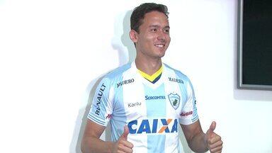 Londrina apresenta Keirrison e mais seis, e Ricardinho projeta início da temporada - Atacante é um dos sete reforços do Tubarão para o início de 2018. Técnico espera ter time entrosado para estreia na Copa do Brasil