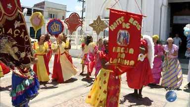 Fiéis católicos celebram a Festa de Terno de Reis neste sábado (6) - Neste sábado é comemorado o dia que lembra a visita dos três reis magos ao Menino Jesus.