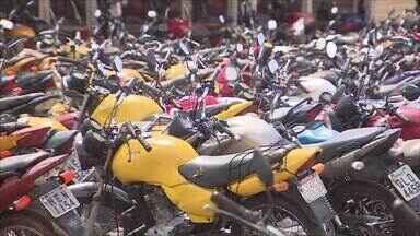 Quase 300 veículos foram apreendidos no segundo semestre de 2017 - Levantamento aponta que 90% dois veículos apreendidos eram motocicletas que estavam sendo usadas para transporte clandestino de passageiros.