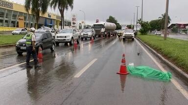 Homem morre atropelado ao atravessar EPIA Sul - Um homem morreu atropelado ao atravessar a EPIA Sul, na altura da Candangolândia.