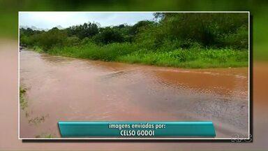 Chuva causa alagamentos em Foz do Iguaçu e telespectadores enviam registros para a RPC - Ruas ficaram cheias de água.