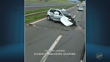 Acidente entre dois carros bloqueia trecho da Rodovia Dom Pedro, em Campinas - Batida foi no km 139, sentido Jacareí. Paralisação durou 15 minutos e em seguida o trânsito foi liberado.