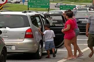 Rodovia Mogi-Bertioga teve tráfego intenso durante todo o sábado (6) - Pontos de congestionamento foram registrados durante a manhã e a tarde.