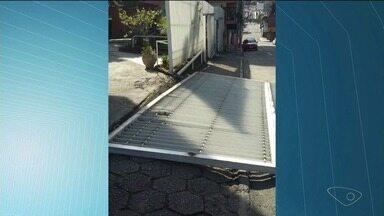 Portão de Igreja de Cachoeiro, ES, cai após batida - Caso já aconteceu outra vez.