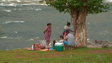 Moradores de Guarapuava aproveitam parques e clubes em sábado de sol - Moradores aproveitaram o sábado ensolarado para aproveitar o Parque do Jordão e as piscinas dos clubes da cidade