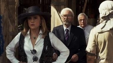 Sophia vai ao garimpo com Natanael - Os dois tentam acertar as contas dos garimpeiros e são ironizados por Mariano