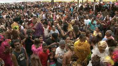 Blocos animam pré-carnaval em ruas de São Luís - Este ano até a feirinha da Praça Benedito Leite, na capital, entrou no clima de carnaval.