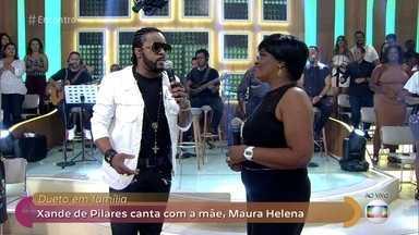 Xande de Pilares canta com a mãe a música 'Mãe' - Dona Maura Helena mostra que a música está no DNA da família