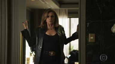 Gael estranha o comportamento de Sophia ao chegar em casa - A megera afirma estar se sentindo mal