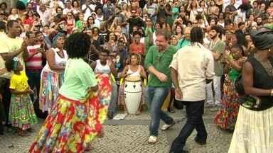 Artistas fazem protesto contra fechamento da sede do Jongo da Serrinha - Por falta de condições financeiras, a instituição encerrou as atividades na semana passada.