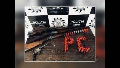 Polícia Civil apreendeu arma de guerra em Santiago, RS - O fuzil estava com um dos suspeitos de envolvimento em um assalto na noite de Natal.